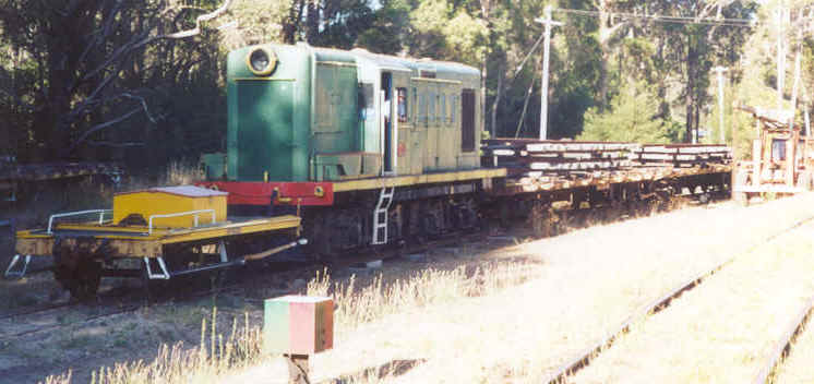 Y1115 & Loaded QBE wagons at the railhead. The mainline to Eastbrook is on the right of the pic with the turntable just visible behind the shunters float